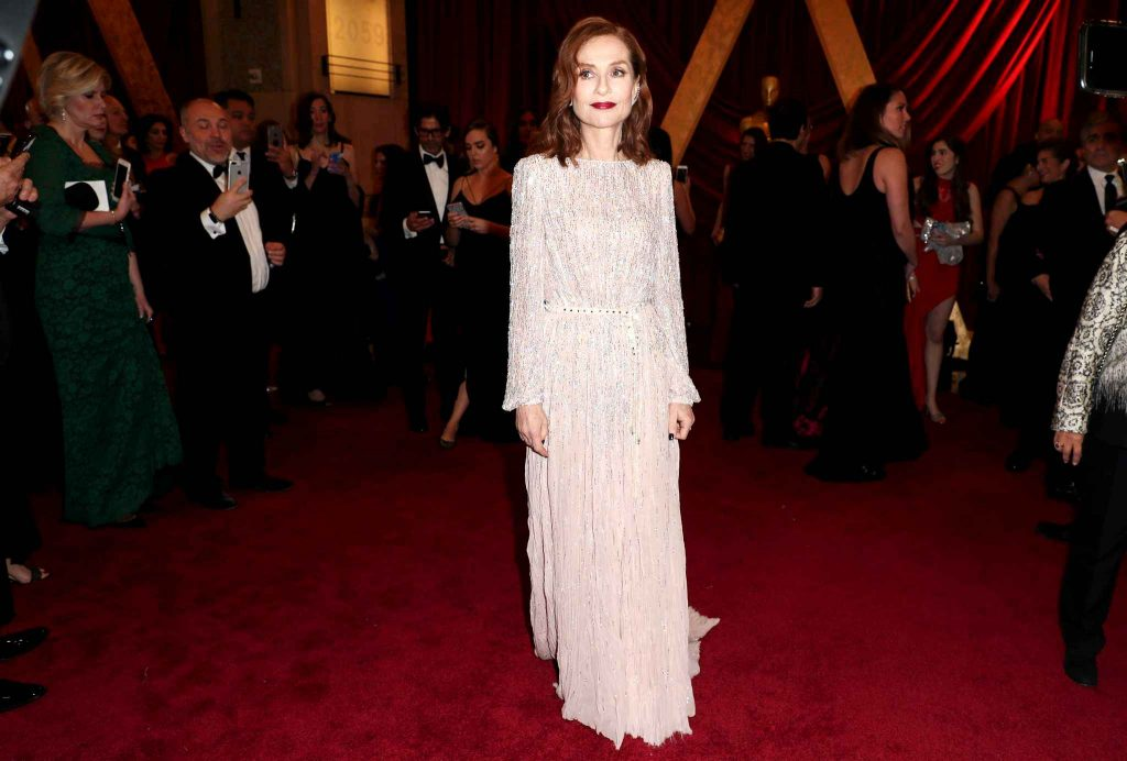 isabelle-huppert-89th-annual-academy-97b3-diaporama